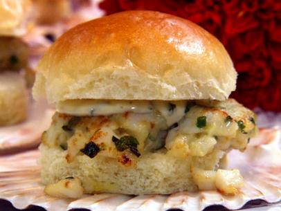 pa1211_scallop-burger-sliders-with-a-cilantro-lime-mayo-jpg-rend-sni12col-landscape